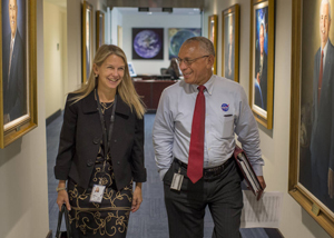 Dava Newman y Charles Bolden