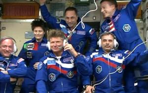 Los antiguos inquilinos de la ISS con los recién llegados