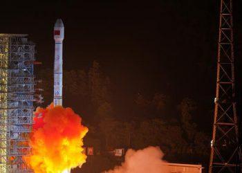 China lanza dos satélites