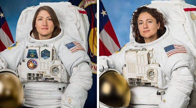 Dos mujeres salen al espacio