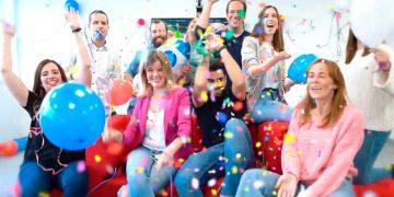 El equipo de RRHH de GMV, celebrando que son finalistas de los premios LinkedIn