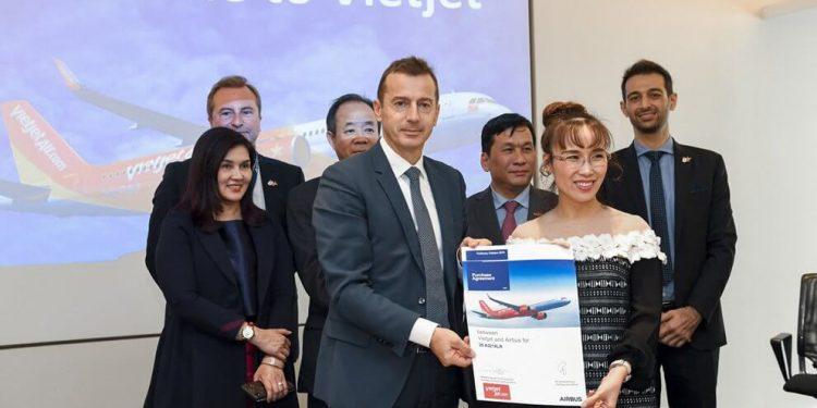 Firma entre Airbus y ViaJet