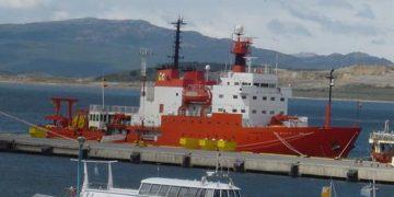 Fomento embarca una estación GNSS en el buque Hespérides con destino a la Antártida