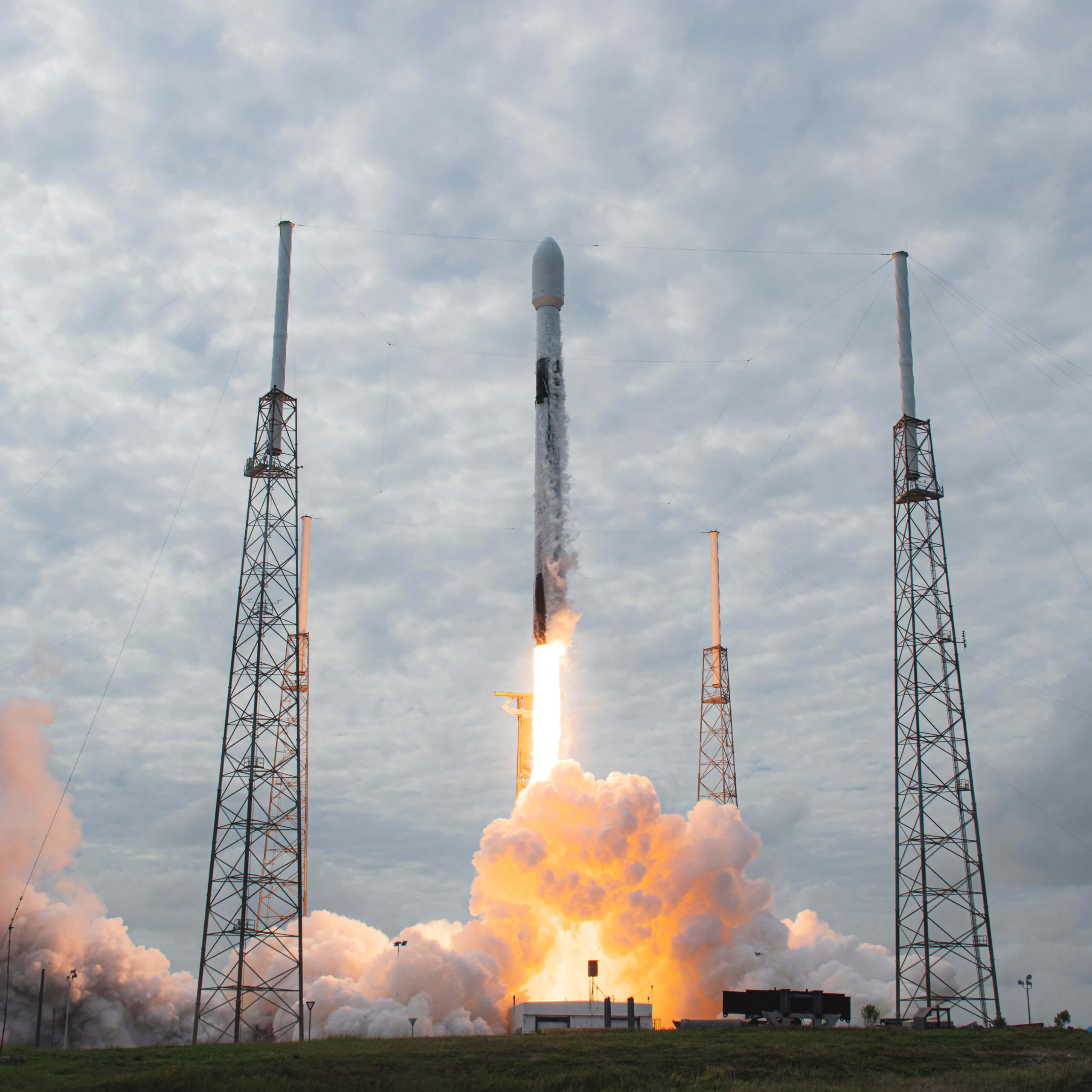 SpaceX lanzó su Falcon 9 con otros 60 satélites Starlink – Actualidad  Aeroespacial